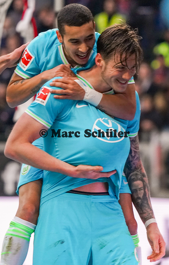 "celebrate the goal, Torjubel zum 0:1 Wout Weghorst (VfL Wolfsburg) mit ""Babybauch"" - 23.11.2019: Eintracht Frankfurt vs. VfL Wolfsburg, Commerzbank Arena, 12. Spieltag<br /> DISCLAIMER: DFL regulations prohibit any use of photographs as image sequences and/or quasi-video."