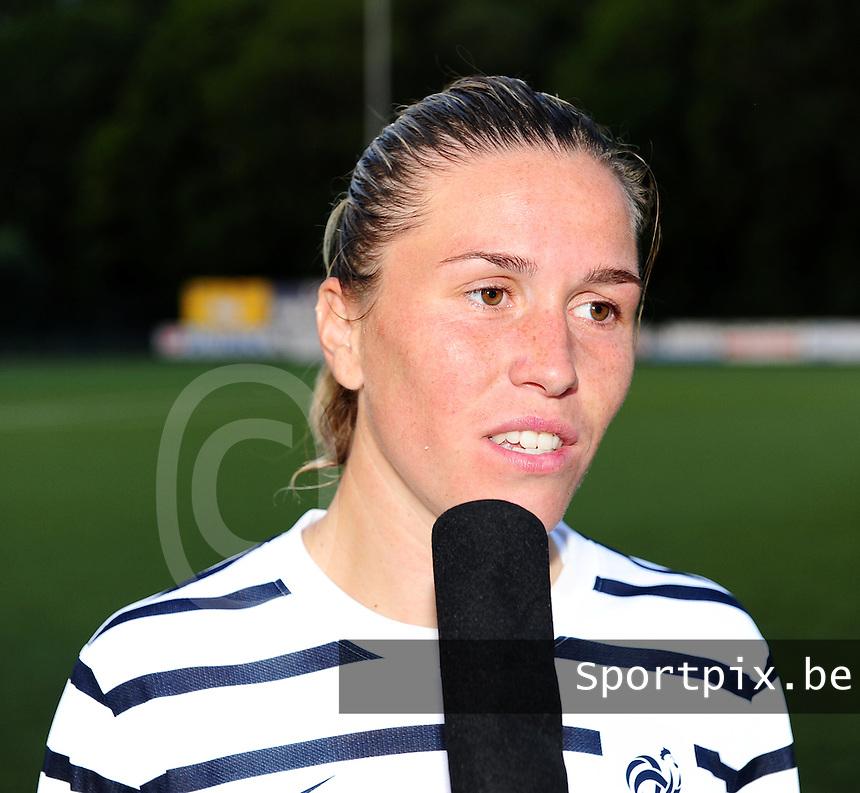 Vriendschappelijke interland vrouwenvoetbal : Belgium A - France A te Nieuwpoort ;..Camille Abily..foto DAVID CATRY / Vrouwenteam.be