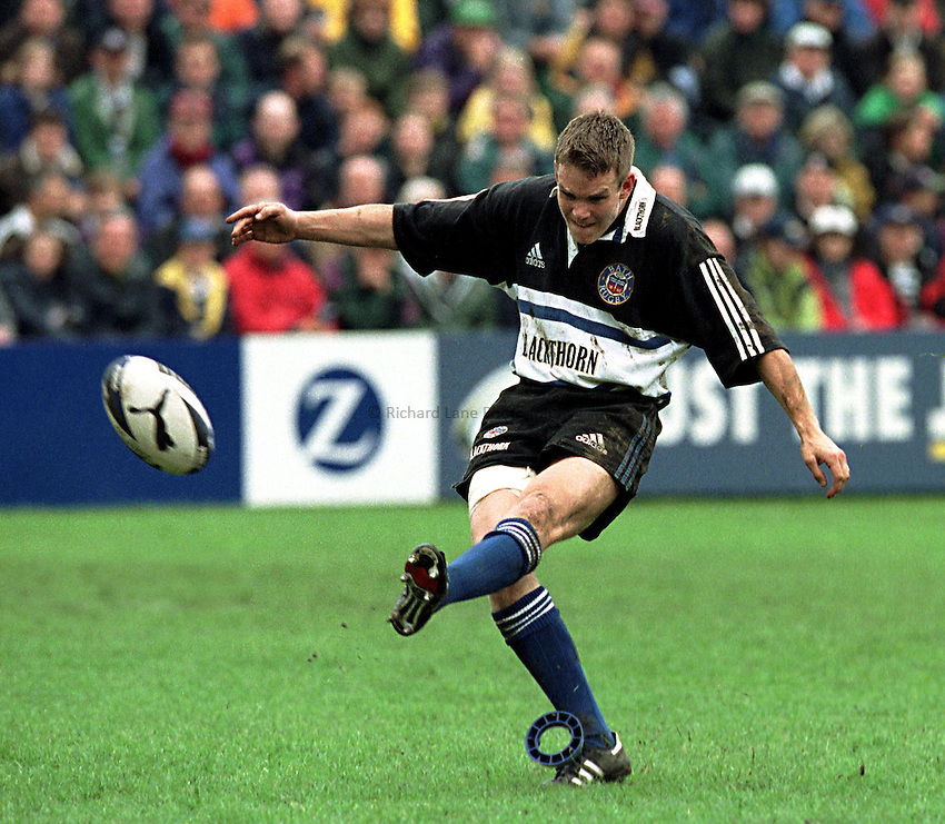 Photo. Richard Lane.Bath v Harlequins. 8/5/99..Matt Perry converts a Bath try.