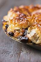 Tourtière aux pruneaux, raisins à l'armagnac - recette de Christian Constant