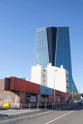 Marseille, Fev 2014. Quartier de Arenc en renovation: au fond la tour CMA CGM.