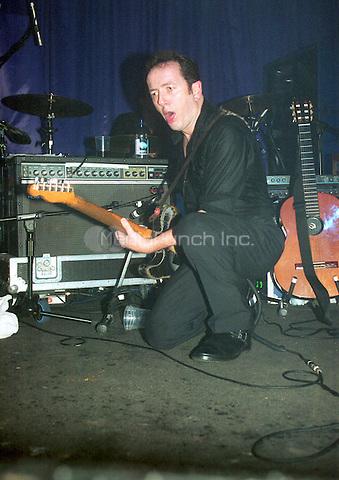 Joe Strummer Concorde 2, Brighton Nov 2001. Credit: Ian Dickson/MediaPunch