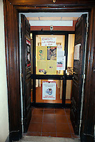 Roma 19 Marzo 2012.Conferenza stampa per fare il punto sulla situazione  del giornale  e dissenso nel Partito della Rifondazione Comunista per lo stop alle pubbllicazioni. La porta d'ingresso del giornale Liberazione