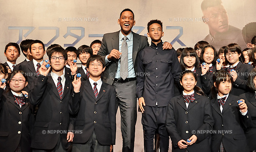 "Will Smith, Jaden Smith, May 2, 2013 : Tokyo, Japan : Actor Will Smith and Jaden Smith  with Japanese students pose for camera during the press conference for the film ""After Earth"" in Tokyo, Japan on May 2, 2013. (Photo by AFLO)"