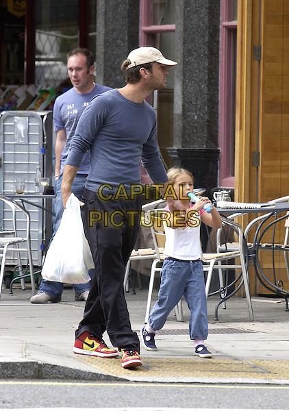 JUDE LAW.Shopping with his daughter in Maida Vale..August 15th, 2005.full length holding hands father family baseball cap sruffy plastic bag blue top.www.capitalpictures.com.sales@capitalpictures.com.© Capital Pictures.