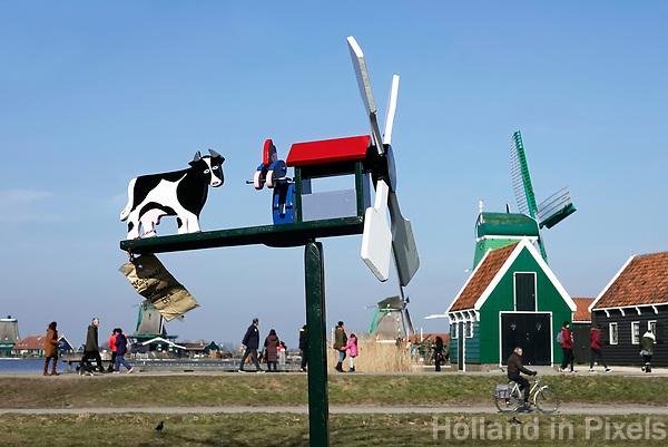 Nederland -  Zaanstad -  2018.   Windwijzer te koop in Zaanse Schans.    Foto Berlinda van Dam / Hollandse Hoogte
