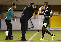 ENVIGADO -COLOMBIA-24-07-2015. Santiago Escobar técnico  y Wason Renteria jugador de La Equidad celebran un autogol de Envigado FC durante partido por la fecha 3 de la Liga Águila II 2015 realizado en el Polideportivo Sur de la ciudad de Envigado./ Santiago Escobar coach and Wason Renteria player of La Equidad celebrate an autogoal scored by Envigado FC during match for the third date of the Aguila League II 2015 at Polideportivo Sur in Envigado city.  Photo: VizzorImage/León Monsalve/STR