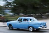 Cuba/La Havane: Vieille voiture américaine sur le Malecon