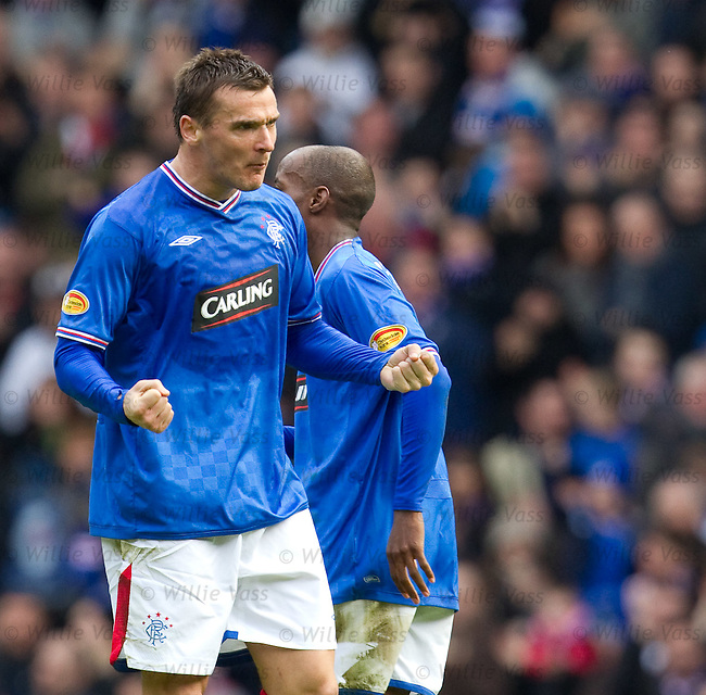 Lee McCulloch celebrates his strike for Rangers