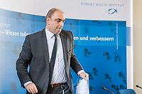 Aufgrund der Corona-Krise haelt das Robert Koch-Institut, eine selbststaendige deutsche Bundesoberbehoerde fuer Infektionskrankheiten, taeglich ein Pressebriefing ab um die Oeffentlichkeit ueber den Verlauf der Virusepedimie und ueber Gegenmassnahmen zu informieren.<br /> Im Bild:<br /> 16.3.2020, Berlin<br /> Copyright: Christian-Ditsch.de<br /> [NUR FUER REDAKTIONELLE ZWECKE! Werbung nur auf Anfrage beim Fotografen. Inhaltsveraendernde Manipulation des Fotos nur nach ausdruecklicher Genehmigung des Fotografen. Vereinbarungen ueber Abtretung von Persoenlichkeitsrechten/Model Release der abgebildeten Person/Personen liegen nicht vor. NO MODEL RELEASE! Don't publish without copyright Christian-Ditsch.de, Veroeffentlichung nur mit Fotografennennung, sowie gegen Honorar, MwSt. und Beleg. Konto: I N G - D i B a, IBAN DE58500105175400192269, BIC INGDDEFFXXX, Kontakt: post@christian-ditsch.de<br /> Bei der Bearbeitung der Dateiinformationen darf die Urheberkennzeichnung in den EXIF- und  IPTC-Daten nicht entfernt werden, diese sind in digitalen Medien nach §95c UrhG rechtlich geschuetzt. Der Urhebervermerk wird gemaess §13 UrhG verlangt.]