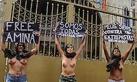 """SAO PAULO, SP, 04 ABRIL 2013 - PROTESTO FEMEM BRASIL - Ativistas do grupo Femen Brasil durante protesto em apoio a jovem tunisiana que recebeu ameaças de morte pela internet após postar uma foto sua de topless, ato realizado na Mesquita do Brás que é um templo islâmico xiita localizado no Brás, bairro central da cidade de São Paulo. O grupo convocou um dia internacional de """"jihad do topless"""" por conta de Amina, aproveitando o caso como bandeira para exigir liberdade sexual para as mulheres dentro do Islamismo. FOTO: WILLIAM VOLCOV - BRAZIL PHOTO PRESS."""