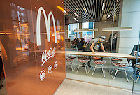 A worker cleans tables in a prototype McDonald's in New York, upscaling with minimalist decor and a McCafe, on Wednesday, February 1, 2017.  (© Richard B. Levine)