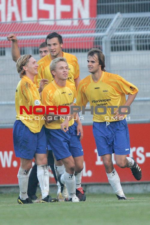 RLN 05 / 06 - 10. Spieltag<br /> <br /> Kickers Emden vs. Rot-Weiss Oberhausen<br /> <br /> Jubel bei den Spielern von Kickers Emden nach dem Tor zum 2:0 durch Falk Schindler (rechts). Falk Schindler verwandelte einen Foulelfmeter zum 2:0.<br /> <br /> Foto &copy; nordphoto <br /> <br /> <br /> <br />  *** Local Caption *** Foto ist honorarpflichtig! zzgl. gesetzl. MwSt.<br /> <br />  Belegexemplar erforderlich