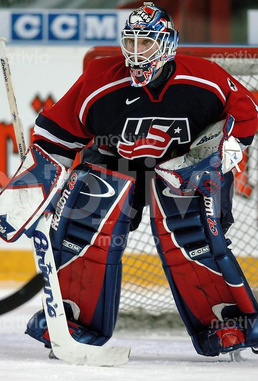 Eishockey, Herren, Nationalmannschaft, Laenderspiel, Arena Nuernberg (Germany) Deutschland - USA (0:4) Torwart Mike Dunham (USA) vor seinem Tor