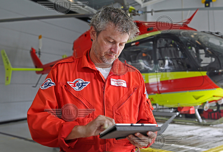 Pilot Erlend Segtnan with an iPad showing a picture from a weather camera elsewhere in Norway. Segtnan leads a project called The Digital Flight Bag, which aims to put more resources at the pilots fingertips, avialable in a single device. <br /> <br /> <br /> Pilot Erlend Segtnan med iPad med bilde fra et v&aelig;rkamera.