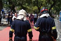SÃO PAULO, SP, 13 DE MARÇO DE 2010 - TREINOS SÃO PAULO INDY 300 - Na manhã de hoje treinos para a corrida São Paulo Indy 300, etapa de abertura da temporada 2010 da IZOD IndyCar Series. Homens do Corpo de Bombeiros enfrentam calor no Anhembi. A corrida acontece amanhã, nas ruas de São Paulo, passando pelo Sambódromo e Marginal do Tietê. (FOTO: WILLIAM VOLCOV / NEWS FREE).