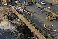 INDIA Mumbai Bombay , busy street and sewage canal in surburban Andheri / INDIEN Mumbai , Strasse und Abwasserkanal in Andheri East