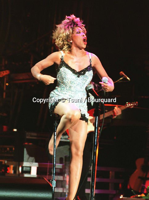 Turner Tina in concert in L.ATurner Tina ( red light ) -