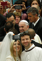 Papa Francesco saluta alcune coppie di sposi al termine dell'udienza generale del mercoledi' in aula Paolo VI, Citta' del Vaticano, 3 agosto 2016.<br /> Pope Francis greets some married couples at the end of his weekly general audience in the Paul VI hall at the Vatican, 3 August 2016.<br /> UPDATE IMAGES PRESS/Isabella Bonotto<br /> <br /> STRICTLY ONLY FOR EDITORIAL USE