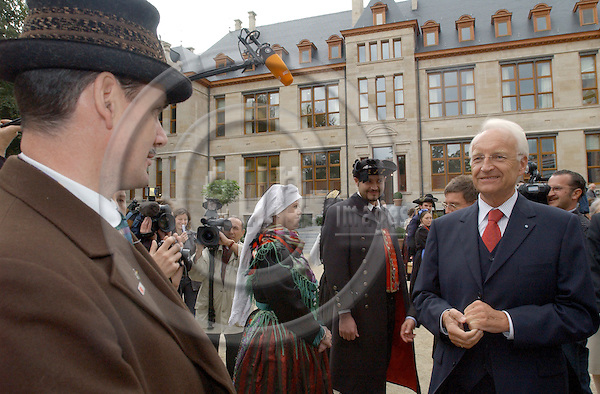 Brussels-Belgium - September 29, 2004---Inauguration of the new seat of the Representation of the Free State of Bavaria to the EU at the former Institut Pasteur, in close neighbourhood to the complex of the European Parliament; here, the President of the Bavarian Government, Edmund STOIBER (ri), welcomes representatives of different Bavarian regions in their traditional dress---Photo: Horst Wagner/eup-images