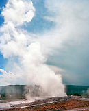 USA, Wyoming, Old Faithful Geyser, Yellowstone National Park