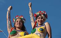 ATENCAO EDITOR FOTO EMBARGADA PARA VEICULO INTERNACIONAL - RIO DE JANEIRO, RJ, 18 DE NOVEMBRO 2012 -  PARADA LGBT - Ativistas do grupo Femem Brazil durante  a 17ª Parada do Orgulho LGBT, popularmente conhecida como Parada Gay na orla de Copacabana, na Zona Sul do Rio de Janeiro na tarde deste domingo 18. FOTO: VANESSA CARVALHO - BRAZIL PHOTO PRESS.
