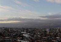 SAO PAULO, SP, 22 DE JANEIRO 2013 - CLIMA TEMPO - Amanhecer no bairro Santa Catarina na regiao sul da cidade de Sao Paulo nesta terca-feira, 22 - FOTO MILENE CARDOSO - BRAZIL PHOTO PRESS