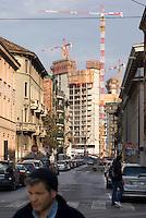 """milano, grattacielo in costruzione nell'ambito del progetto di riqualificazione dell'area di porta nuova --- milan, a new skyscraper on the construction site for the requalification of the """"porta nuova"""" area"""