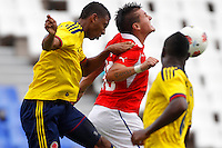 MENDOZA -ARGENTINA- 13-01-2013: Jerson Vergara (Izq.) y Heliberton Palacios (Der.) de Colombia, disputan el balón con Nicolas Castillo (Cent.) de Chile, durante partido entre los seleccionados de Colombia y Chile en el estadio Las Malvinas de Mendoza Argentina,  enero  13 de 2013. Colombia perdió dos goles a uno con Chile en partido por el Suramericano Sub 20 del grupo A, clasificatorio al mundial en Turquia. Jerson Vergara (L) and Heliberton Palacios(R),from Colombia, fight for the ball with Nicolas Castillo (C) from Chile, during the match between Colombia and Chile in the stadium The Falklands in Mendoza, Argentina, on 13 January 2013. Colombia lost two goals to one with Chile in South American game for the Under 20 group A, qualifying to Turkey world cup.  (Photo: Photosport/Photogamma / VizzorImagea)..