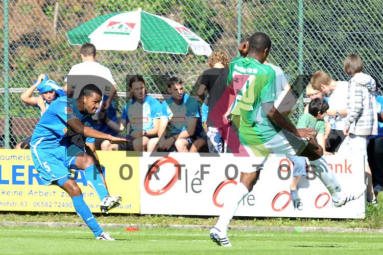 Leogang &Ouml;sterreich 31.07.2010, 1.Fu&szlig;ball Bundesliga Testspiel TSG 1899 Hoffenheim - Greuther F&uuml;rth, Hoffenheims Marvin Compper gegen den F&uuml;rther Onuegbu<br /> <br /> Foto &copy; Rhein-Neckar-Picture *** Foto ist honorarpflichtig! *** Auf Anfrage in h&ouml;herer Qualit&auml;t/Aufl&ouml;sung. Belegexemplar erbeten. Ver&ouml;ffentlichung ausschliesslich f&uuml;r journalistisch-publizistische Zwecke.