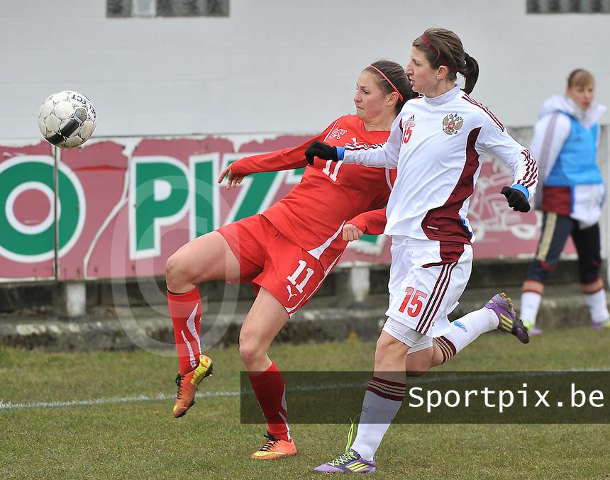 Switzerland U19 - Russia U19 : Barla Deplazes aan de bal voor Elina Samoilova.foto DAVID CATRY / Nikonpro.be