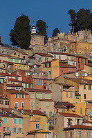 Europe/France/Provence-Alpes-Côte d'Azur/Alpes-Maritimes/Menton: Toitures des maisons de la vieille ville et  Cimetière du Vieux Château  //    Europe, France, Provence-Alpes-Côte d'Azur, Alpes-Maritimes,Menton: Roofs of houses in the old town and the Old Castle Cemetery