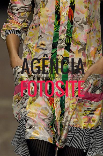 Sao Paulo, Brasil – 20/01/2008 - Detalhes do desfile da Erika Ikezilii durante o São Paulo Fashion Week  -  Inverno 2008. Foto : FOTÓGRAFO / Agência Fotosite