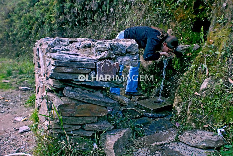 Bica de água na Estrada Real. Ouro Branco. Minas Gerais. 2006. Foto de Ricardo Azoury.