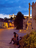 Kapuzinerkirche, Mariens&auml;ule und Burg in Bratislava, Bratislavsky kraj, Slowakei, Europa<br /> Capuchin's church, Marian column and castle, Bratislava, Bratislavsky kraj, Slovakia, Europe