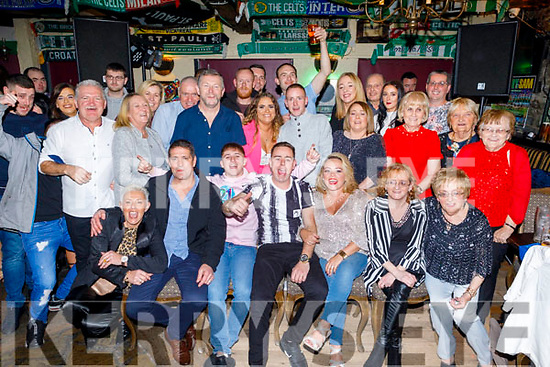 Nathan and Sean O'Leary from Gallowsfield celebrating their 21st and 30th birthdays together in the Greyhound Bar on Saturday night.<br /> L to r: Amy Crean, Seanie, Nathan and Sean O'Leary, Catriona O'Sullivan, Regina and Bernie Roche.