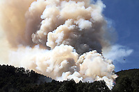 COTA-COLOMBIA-11-01-2013.Incendio forestal en los cerros.Forest fire in the hills.. (Photo:VizzorImage/Felipe Caicedo).