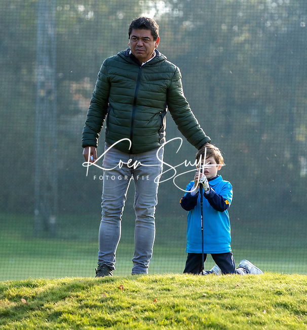EEMNES - Finales National Golfsixes League, georganiseerd door PGA Holland. Houtrak, De Goyer, Midden Brabant en Nunspeetse.  Houtrak (blauw shirt) wint van De Goyer (oranje). COPYRIGHT KOEN SUYK