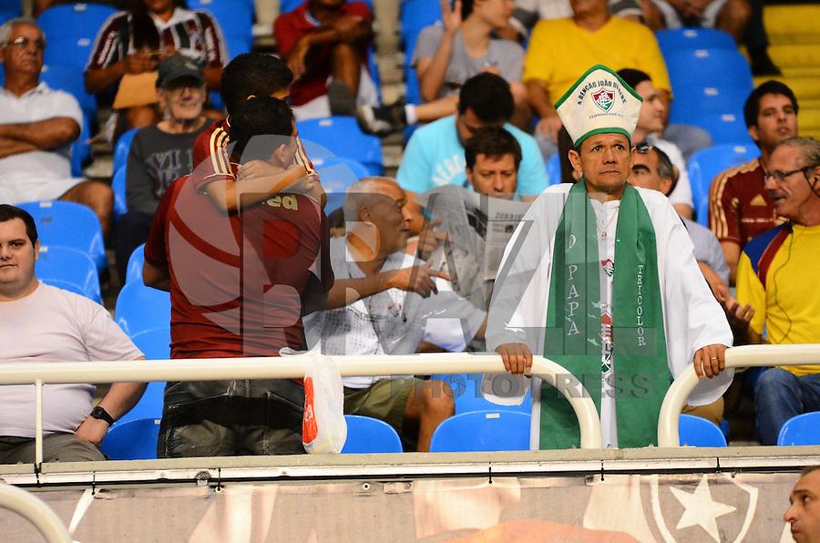 RIO DE JANEIRO, RJ, 25 AGOSTO 2012-CAMPEONATO BRASILEIRO-VASCOXFLUMINENSE-Torcedores do Fluminense, durante a partida VascoxFluminense valido pela 19 rodada do Campeonato Brasileiro no Estadio Joao Havelange, Engenhao, neste sabado,25 de agosto, na zona norte do Rio de Janeiro.(FOTOMARCELO FONSECA BRAZIL PHOTO PRESS).