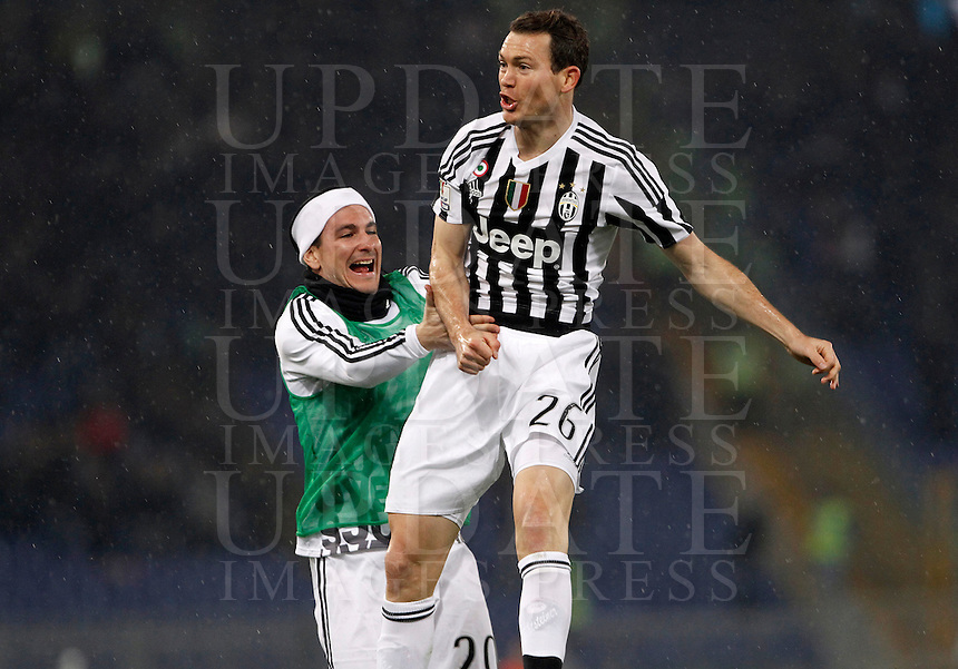 Calcio, quarti di finale di Coppa Italia: Lazio vs Juventus. Roma, stadio Olimpico, 20 gennaio 2016.<br /> Juventus' Stephan Lichsteiner, right, celebrates with teammate Simone Padoin after scoring during the Italian Cup quarter final football match between Lazio and Juventus at Rome's Olympic stadium, 20 January 2016.<br /> UPDATE IMAGES PRESS/Isabella Bonotto