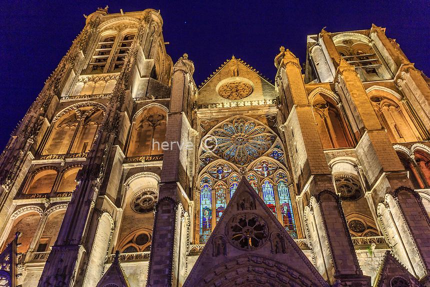 France, Cher (18), Bourges, la cathédrale Saint-Étienne durant les Nuits Lumières, la façade occidentale // France, Cher, Bourges, Saint Etienne cathedral, listed as World Heritage by UNESCO, west facade during the Nuits Lumières