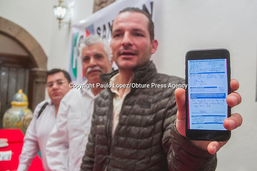 SAN JUAN DEL RIO., QUERETARO. 27 DE FEBRERO DEL 2017.- EN RUEDA DE PRENSA DEL PRI ( PARTIDO REVOLUCIONARIO INSTITUCIONAL) EL PRESIDENTE DEL COMITE DIRECTIVO ESTATAL DEL PRI, JUAN JOSE RUIZ RODRIGUEZ Y EL PRESIDENTE DEL COMITE MUNICIPAL JAVIER OSORNIO Y EN COMPAÑIA DE LOS REGIDORES DE LA FRACCION DEL PRI EN EL MUNICIPIO DIERON LA MALA INFORMACION QUE ESTA DANDO EL PRESIDENTE MUNICIPAL DE SAN JUAN DEL RIO, GUILLERMO VEGA GUERRERO.