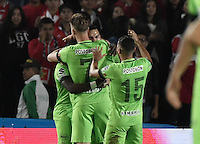 BOGOTÁ -COLOMBIA, 07-12-2016: Jugadores del Nacional celebran después de anotar un gol a Santa Fe durante el encuentro de ida entre Independiente Santa Fe y Atlético Nacional por la semifinal de la Liga Aguila II 2016 jugado en el estadio Nemesio Camacho El Campin de la ciudad de Bogota.  / Players of Nacional celebrate after scoring a goal to Santa Fe during the first leg match between Independiente Santa Fe and Independiente Medellin for the semifinal of the Liga Aguila II 2016 played at the Nemesio Camacho El Campin Stadium in Bogota city. Photo: VizzorImage/ Gabriel Aponte / Staff
