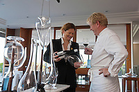 Europe/France/Pays de la Loire/44/Loire-Atlantique/La Plaine-sur-Mer: Michèle Vétélé, meilleur sommelier de l'année et Philippe Vétélé, Hôtel-Restaurant: Anne de Bretagne, port de la Gravette [Non destiné à un usage publicitaire - Not intended for an advertising use]