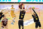 2015-10-28 / Volleybal / seizoen 2015-2016 / Antwerpen - Amigos / Jacub Marci Wachnik (Antwerpen) plaatst de bal naast het blok van Vriens en Oprins (9)<br /><br />Foto: Mpics.be