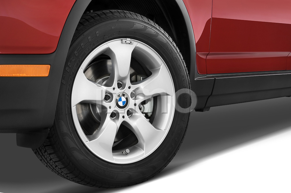 Tire and wheel close up detail view of a 2008 BMW X3