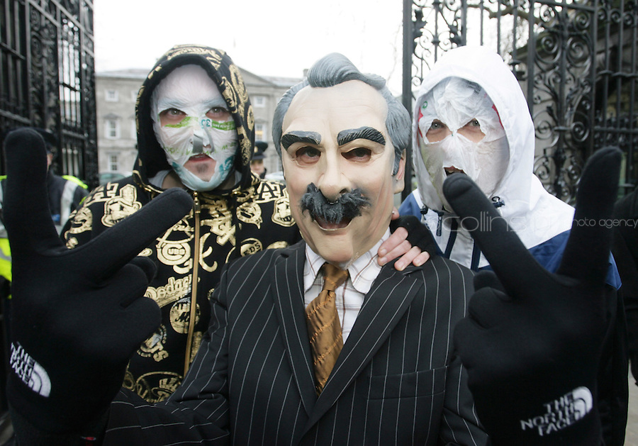 "15/12/2010 Members of The Rubber Bandits (L to r) Blind Boy Boathouse Mr Chrome with a Willie O' Dea Lookalike at the launch of their new single ""Horse Outside"" which is a song about horses outside Leinster House on Kildare Street , Dublin. Photo: Gareth Chaney Collins"