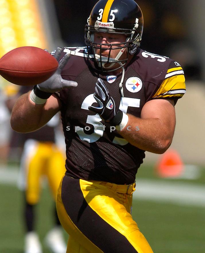 Dan Kreider, of the Pittsburgh Steelers, during thier game against the Tennessee Titans on September 11, 2005....Steeler win 34-7..Chris Bernacchi / SportPics