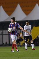 ATENÇÃO EDITOR: FOTO EMBARGADA PARA VEÍCULOS INTERNACIONAIS - SÃO PAULO, SP, 20 OUTUBRO DE 2012 - CAMPEONATO BRASILEIRO - CORINTHIANS x BAHIA: Fahel (e) comemora gol durante partida Corinthians x Bahia,  válida pela 32ª rodada do Campeonato Brasileiro de 2012, em partida disputada no Estádio do Pacaembu em São Paulo. FOTO: LEVI BIANCO - BRAZIL PHOTO PRESS