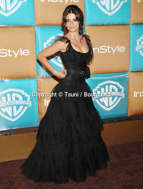 Penelope Cruz arriving at the IN STYLE Party ( Golden Globes ) at the Beverly Hilton in Los Angeles. January 15, 2007.<br /> <br /> full length<br /> black dress